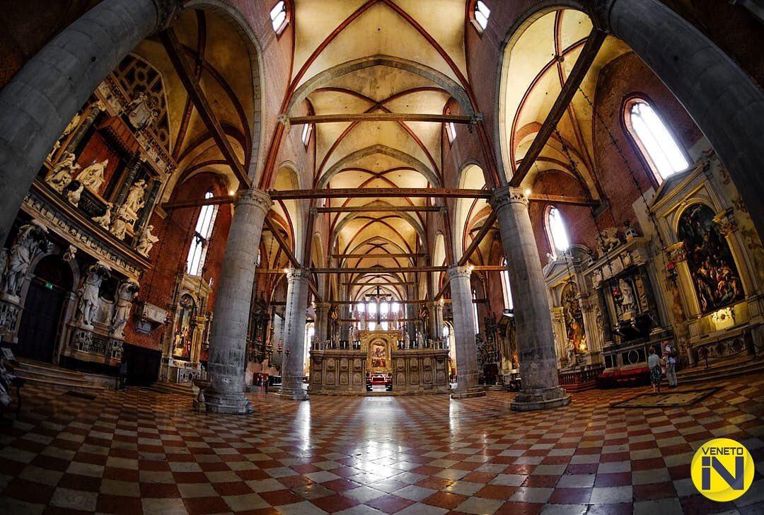 interior basilica dei frari, venecia