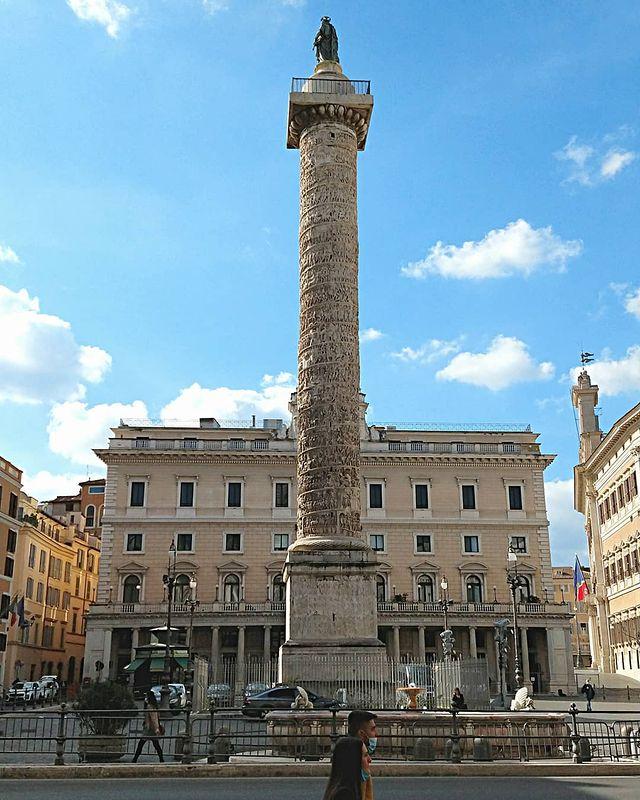 columna de marco aurelio en plaza colonna de roma