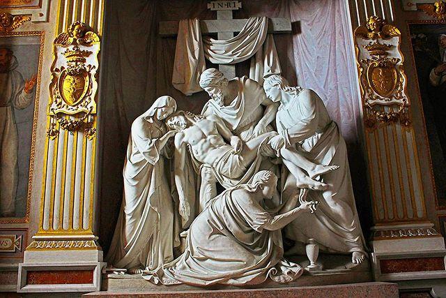 interior de la iglesia de la trinidad del monte de roma