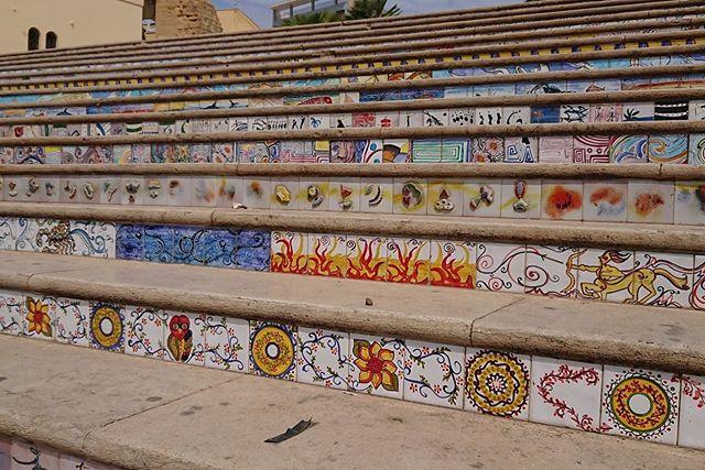 ceramica adornando escaleras en mazara del Vallo sicilia