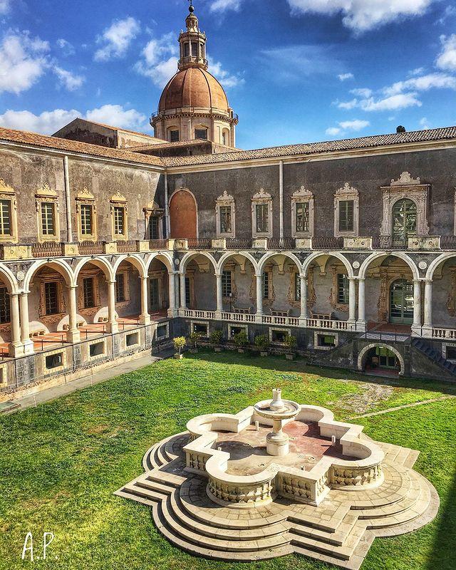 monasterio de los benedictinos en catania