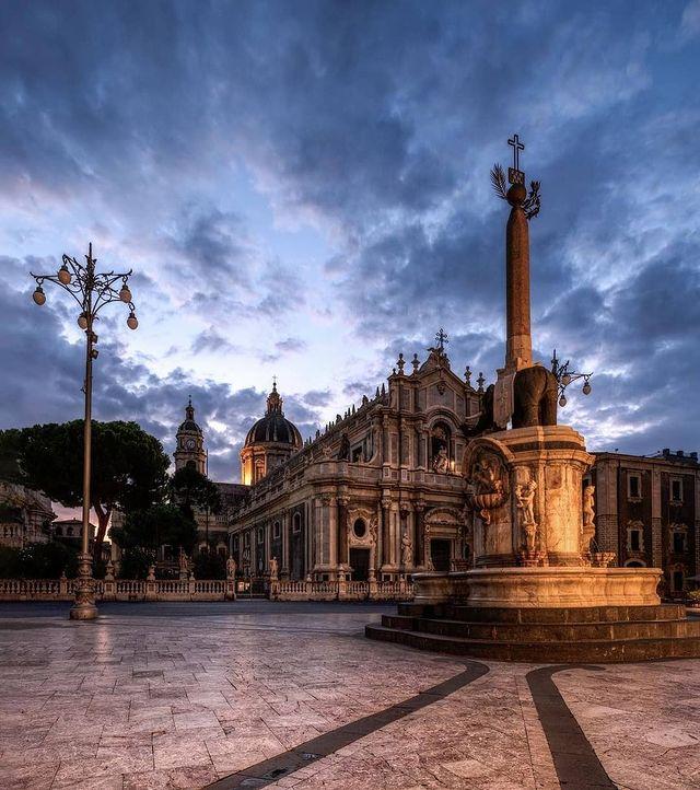 plaza del duomo de Catania