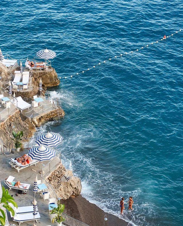 Las mejores playas de positano vista aerea de una playa