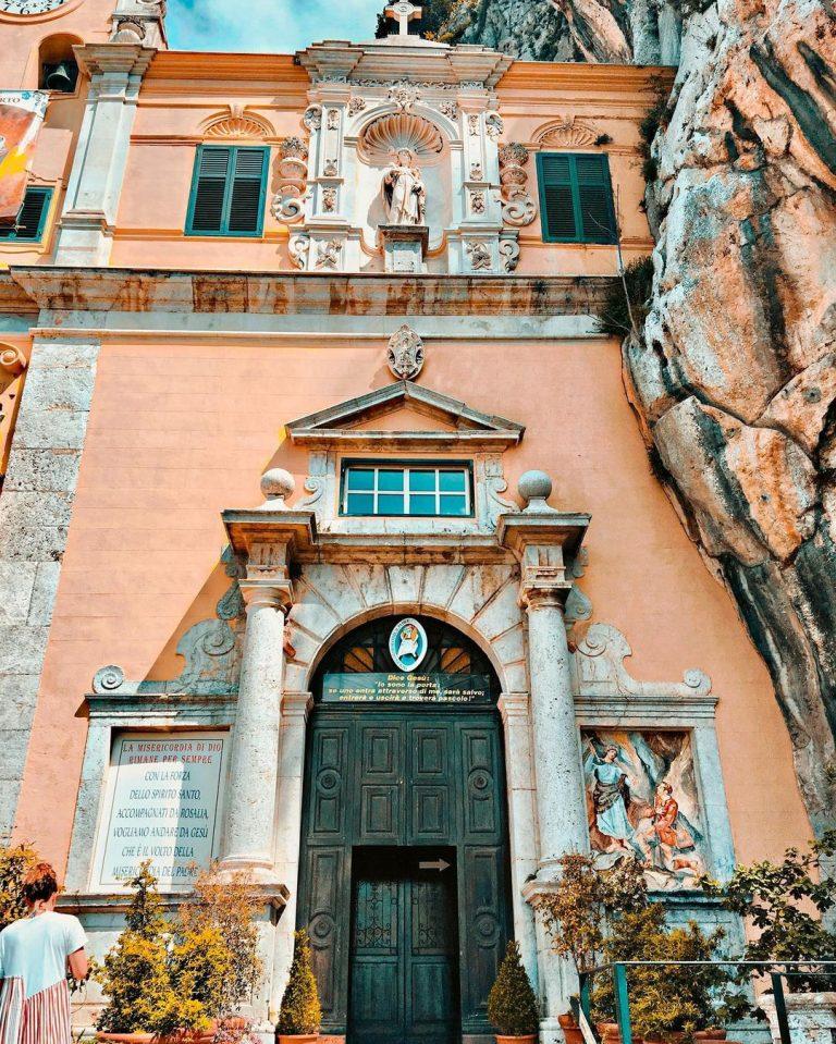 monte pellegrino santa rosalia de palermo grutas delladdaura