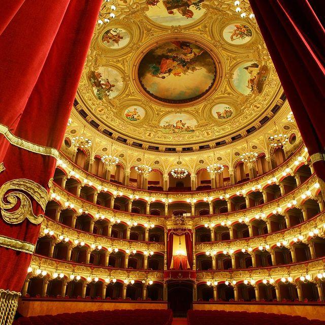 interior del teatro massimo bellini de catania