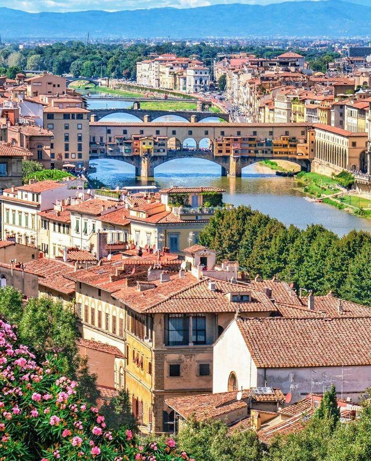 vistas del ponte vecchio de florencia desde el piazza de miguel angel