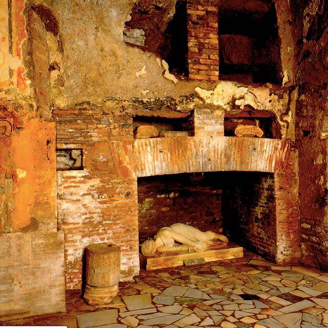 Interior de las catacumbas de San Calixto