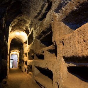 interior de catacumbas de san sebastian