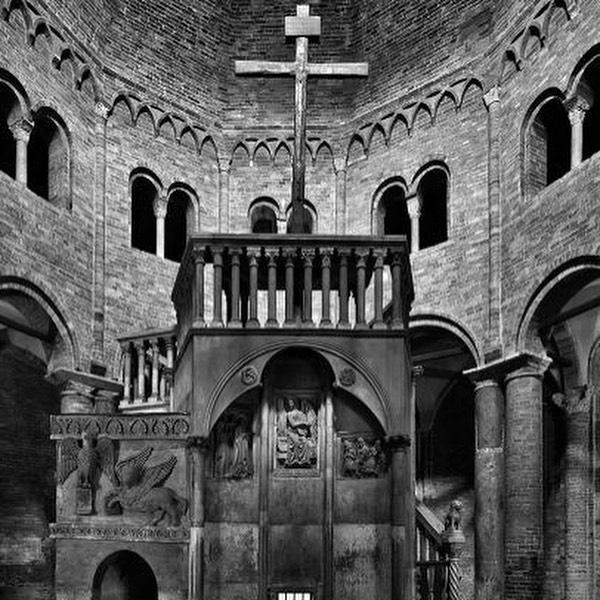 altar de la basilica del sepulcro de bolonia