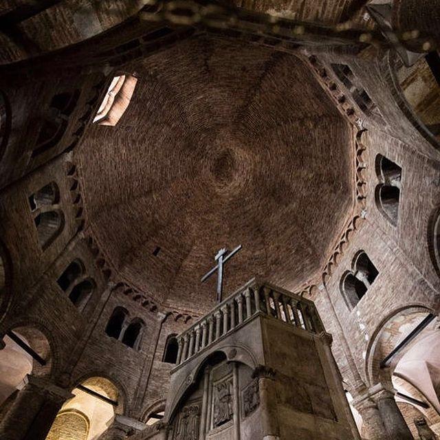 cupula de la basilica del sepulcro en bolonia