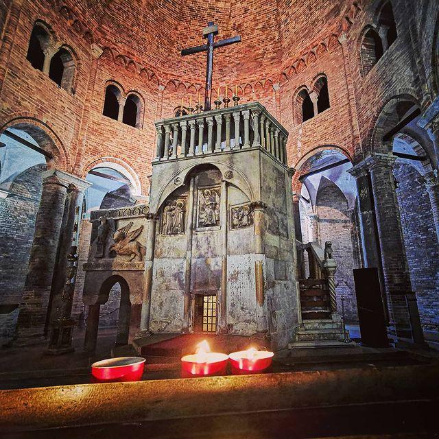 basilica del santo sepulcro de santo stefano en bolonia
